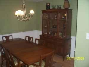 Dining Room Table / China Cabinet / Nice Antique - $450