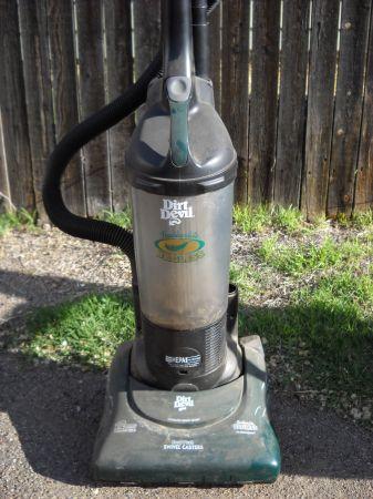 Dirt Devil Bagless Vacuum Amarillo For Sale In