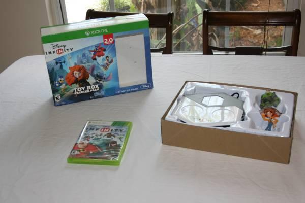 Disney Infinity Game with Buzz and Woody Figures for