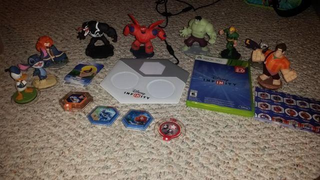 Disney Infinity Toy Box 2.0 Xbox 360 Starter Pack + 7