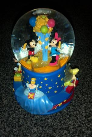 Disney Ltd. Edition Musical Birthday Water Globe-Walt 100th Anniversar - $20