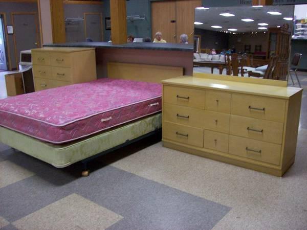 Dixie Blonde Bedroom Set @@   $300