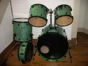 DNA GREEN SPARKLE MAPLE DRUM SET - $400 (MACOMB)