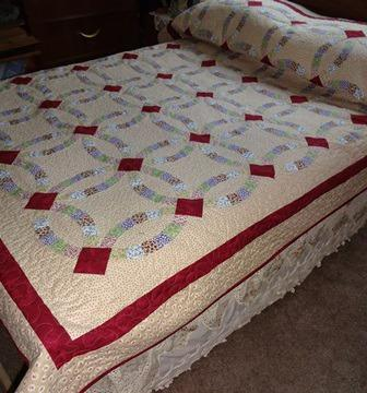 Double Wedding Ring Quilt With Matching Pillowcases For Sale