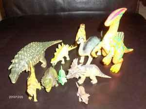 DOZENS of plastic DINOSAURS (Collierville)