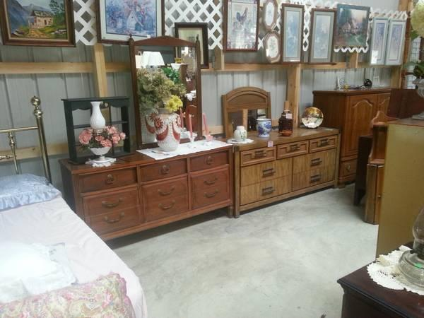 Dresser W Mirror Clearance At Jans Used Furniture For Sale In Tippecanoe Indiana Classified