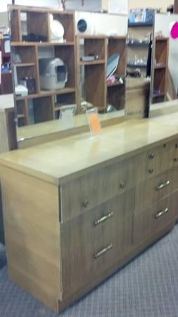 dressers ~ with and without mirrors - $72