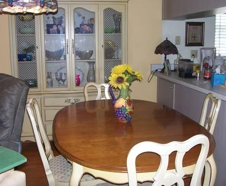 Drexel dining table w 6 chairs china cabinet hutch for for Kitchen cabinets zephyrhills fl