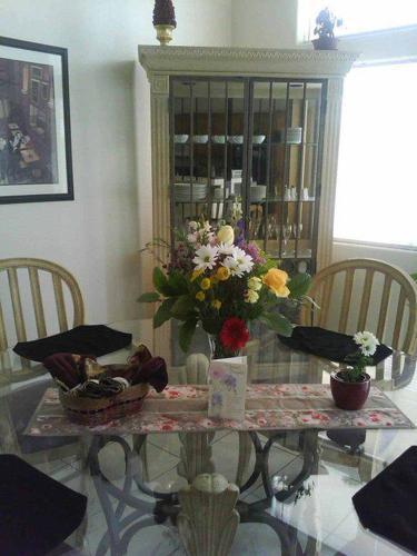 Drexel Heritage Dining Set W/Display Cabinet