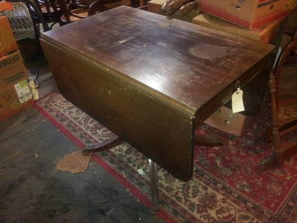 Duncan Phyfe Style Drop Leaf Mahogany Table With 1