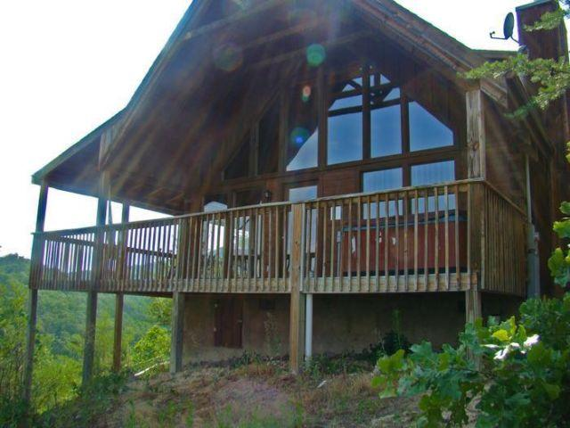 Eagle 39 s view cabin with mountain view in tennessee for for Eagles view cabin sevierville tn