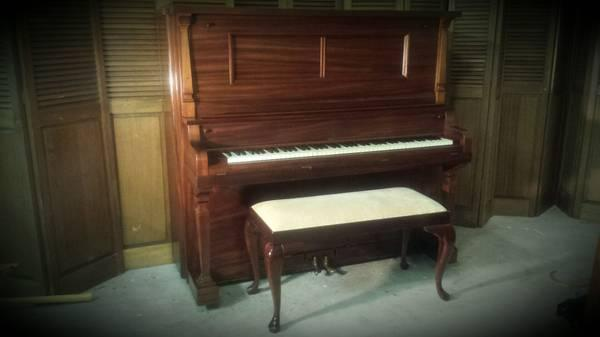 Early 1900s Mahogany Upright Piano For Sale In Allen Washington