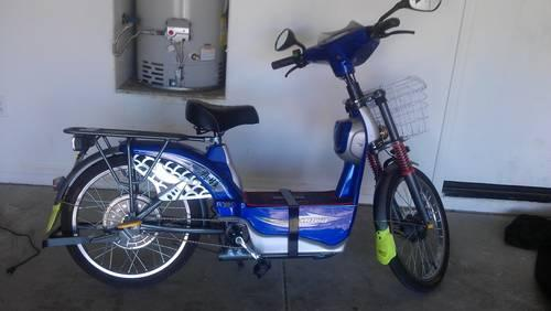 Electric bike Blue with and can go 50 miles one charge.