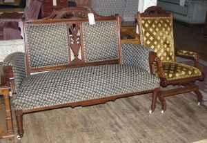 Elegant victorian carved parlor sofa and chair kutztown for Furniture reading pa