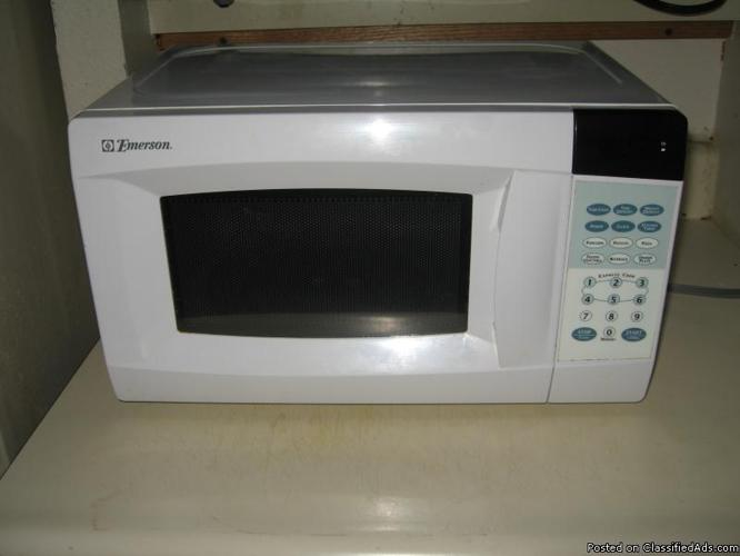 Emerson Countertop Microwave : Emerson Countertop Microwave Oven 1050 Watt for Sale in Ames, Iowa ...