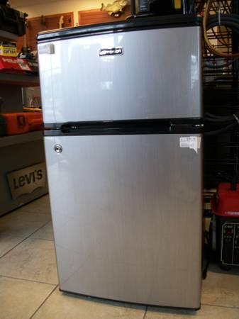 Emerson Cr500 Mini Fridge 3 1 Cu Ft For Sale In Saint