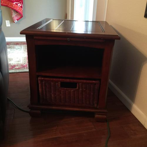 End table - Broyhill or Lane Furniture.