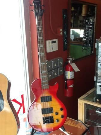 Epiphone Bass Les Paul style - $299