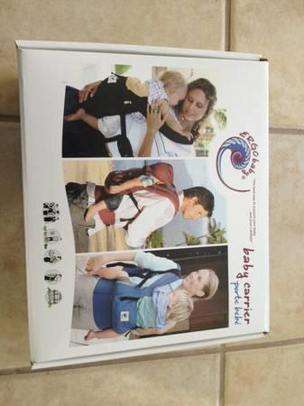 Ergobaby Ergo baby carrier with box. Like new.Used for