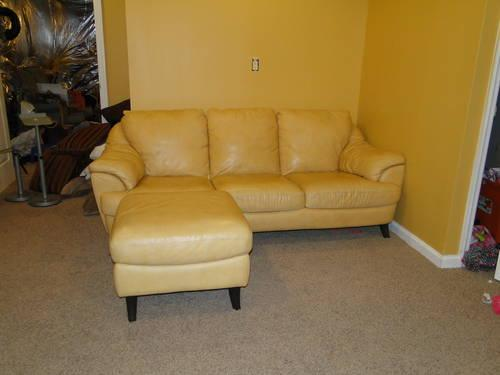 EUC Brown Leather Theatre Couch in PRISTINE condition!