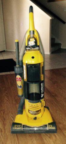 Eureka True Clean Bagless Vacuum Pet Power Paw Duster