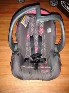 Evenflo Embrace Infant Car Seat W 2 Bases