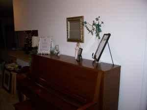 everett upright piano washington court house oh for sale in chillicothe ohio classified. Black Bedroom Furniture Sets. Home Design Ideas