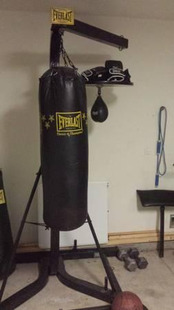 Everlast punching bag stand with speed bag,3 stations &