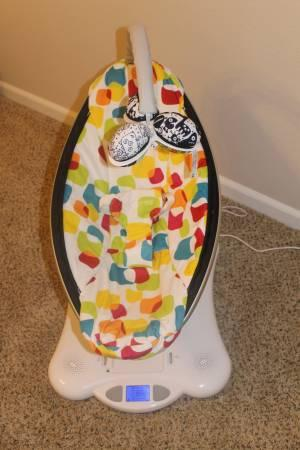 EXCELLENT CONDITION 4MOMS MAMAROO SWING - $175
