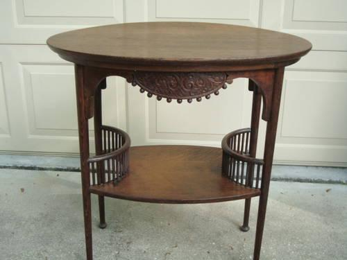 FANTASTIC ANTIQUE OVAL OAK LAMP TABLE