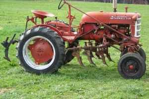 Farmall Cub Tractor w/Cultivators - $2500 (Powder