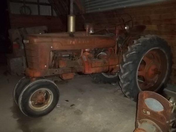Farmall H - $850 (Barnesville)
