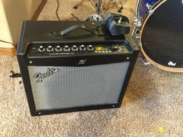 Fender Mustang III 100W Combo Amp w/Fender Foot-switch