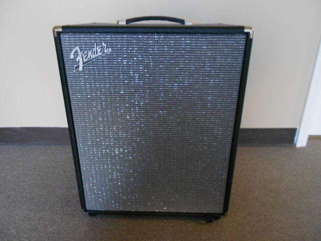 Fender Rumble 200 Bass Amplifier (almost new)