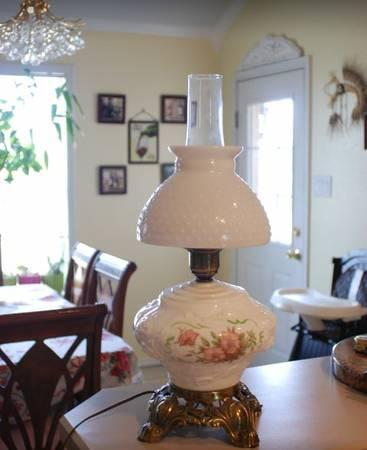 Fenton milk glass hobnail table lamp 50s. - $40