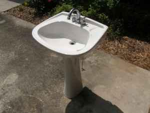 Ferrum Pedestal Sink With Taps   Used   (Lakeland, FL) For Sale In .
