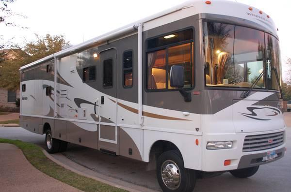 Financing! 2007 Winnebago Sightseer w/2 slides