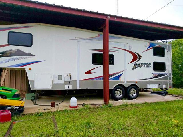 Financing! 2009 Keystone Raptor w/slide