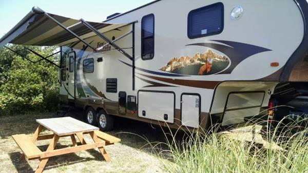 Financing! 2013 Northwood Fox Mountain w/2 slides