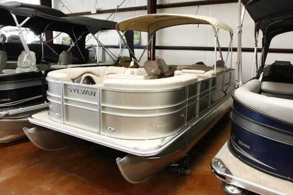 Fish 39 n cruise pontoon boat w livewell fishfinder for for Fish livewell for boat