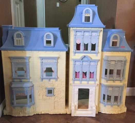 FISHER PRICE LOVING FAMILY SWEET SOUNDS DOLLHOUSE ~ Interactive! Works for Sale in Berryman ...