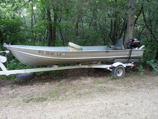 fishing boat 14 ft aluminum for Sale in Crandon, Wisconsin