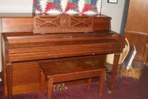 Fletcher & Sons Piano 39' Consolla - $225