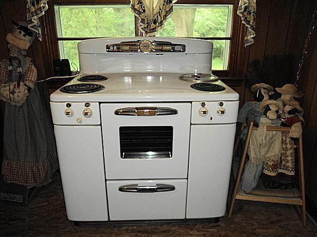for sale 1950 s tappan deluxe doughboy electric range and stove for sale in oakland iowa. Black Bedroom Furniture Sets. Home Design Ideas