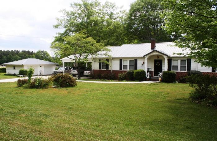 For Sale! Residential Home W/ 2 Rental Homes