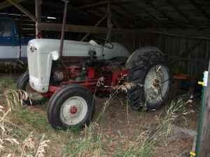 Ford 850 series Tractor - $3800 (spangle)