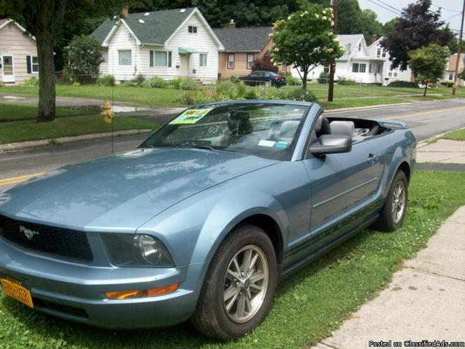 ford mustang 2005 v6 for sale in rochester new york. Black Bedroom Furniture Sets. Home Design Ideas