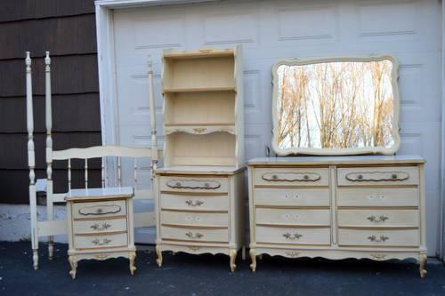French Provincial bedroom furniture for girls for Sale in