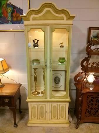French Provincial Thomasville Yellow China/ Display