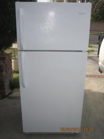 FRIGIDAIRE APARTMENT SIZE REFRIGERATOR TOP FREEZER 18.0 CUFT white ...